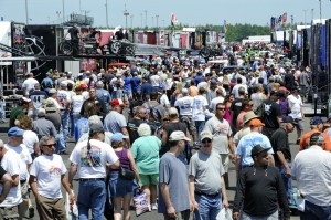 Big crowd at inaugural New England Nationals