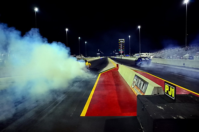 Ronnie Davis (left) and Barry Daniluk perform their burnouts prior to the final for the